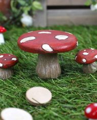 FD_59335 Toadstool and chairs on grass