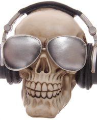 SK191_006 skull with headphones 1