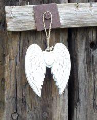 awl-05b double wing and heart 15cm on fence